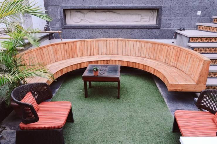 Terrace Garden Designing :  Terrace by Studio Machaan