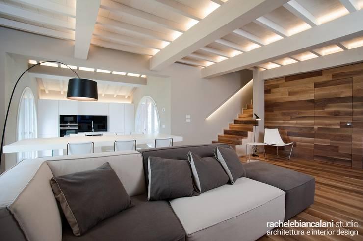 Salon minimaliste par Rachele Biancalani Studio Minimaliste