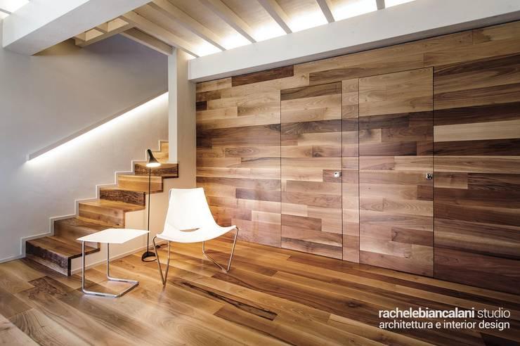 Murs & Sols modernes par Rachele Biancalani Studio Moderne Bois Effet bois