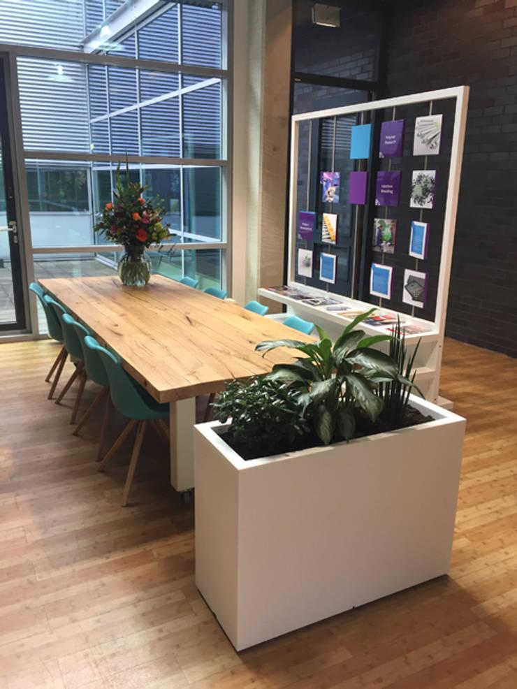 Visiebord ontvangstruimte kantoorgebouw:  Kantoorgebouwen door YA Architecten