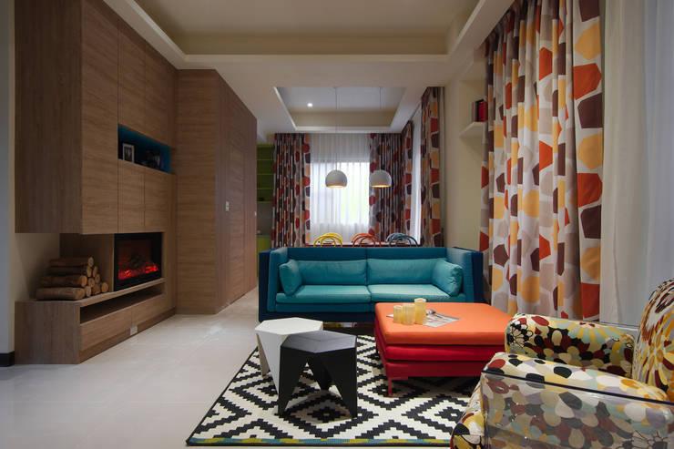 美式普普風:  客廳 by 哲嘉室內規劃設計有限公司