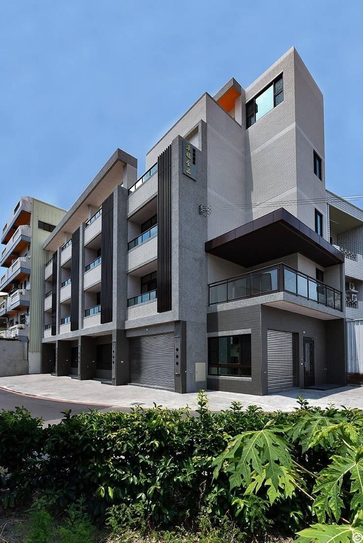 Casas de estilo  de 讚基營造有限公司, Moderno
