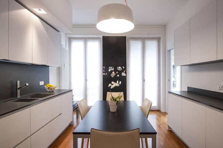 Cocinas integrales de estilo  por Chantal Forzatti architetto