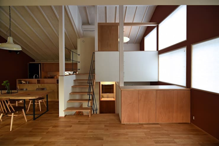 58-niigataT: i+i設計事務所(アイプラスアイ設計事務所)が手掛けた廊下 & 玄関です。
