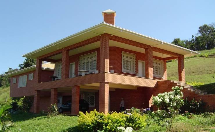Rumah pedesaan by SERARTE  ENGENHARIA
