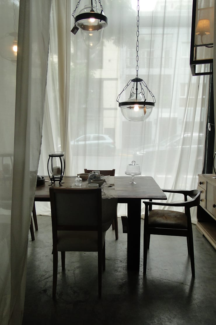 Diseño de Vidrieras y Ambientaciones – San Angel Casa: Galerías y espacios comerciales de estilo  por Proyecto Menos es Más,