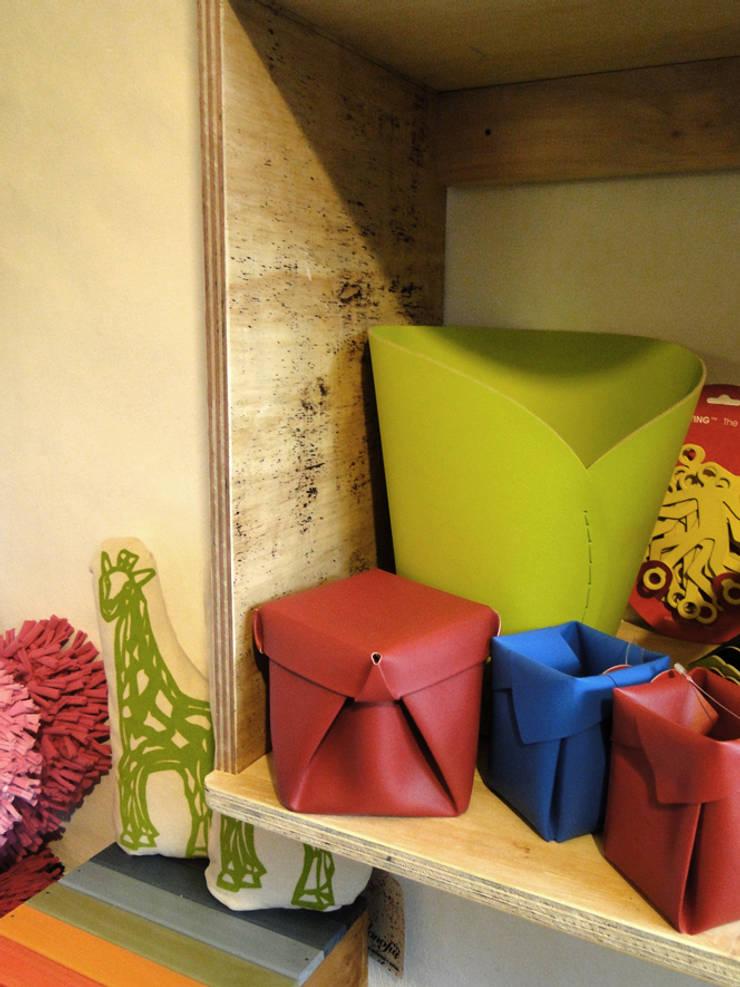 Diseño Interior de local comercial – La Posta Eco: Galerías y espacios comerciales de estilo  por Proyecto Menos es Más