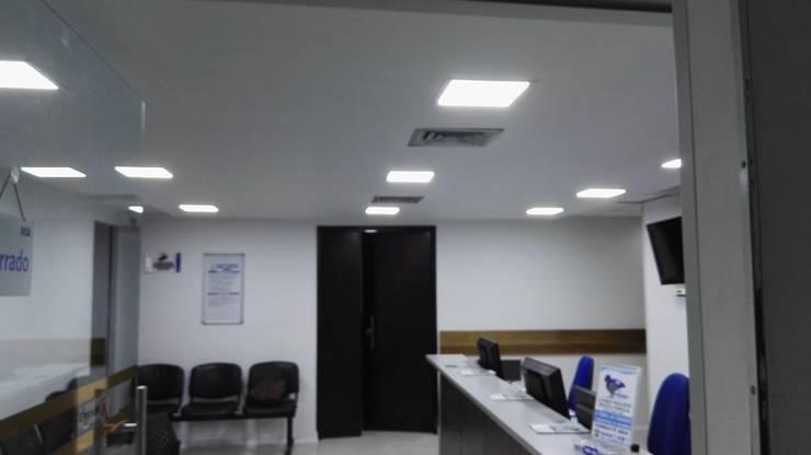 Remodelación IPS Hernán Ocazionez -Clínica Medellín-: Clínicas de estilo  por INGECOSTOS S.A.S., Clásico Concreto reforzado