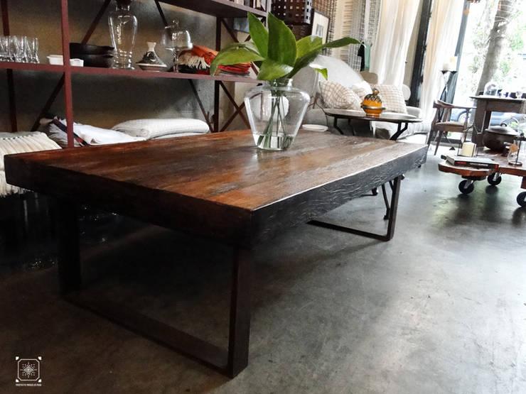 Mesa de centro en lapacho y hierro:  de estilo industrial por Proyecto Menos es Más,Industrial