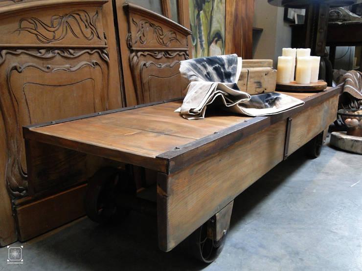 Zorra baja realizada a partir de maderas recuperadas:  de estilo industrial por Proyecto Menos es Más,Industrial