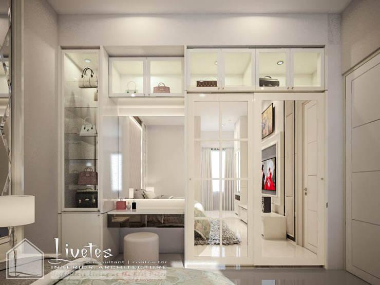 Master Bedroom:  Kamar Tidur by PT Kreasi Cemerlang Abadi