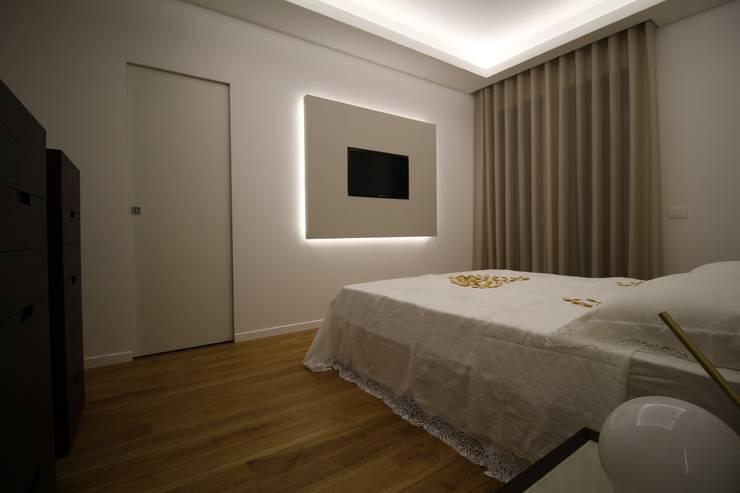 Appartamento a Termini Imerese PA: Camera da letto in stile  di Giuseppe Rappa & Angelo M. Castiglione