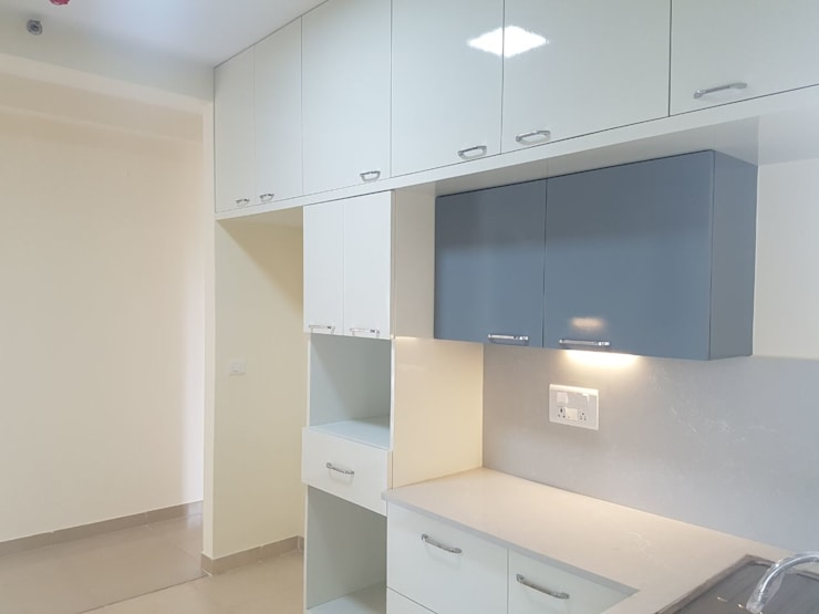 Interiors for a 3 Bedroom Apartment:  Kitchen units by Mallika Seth