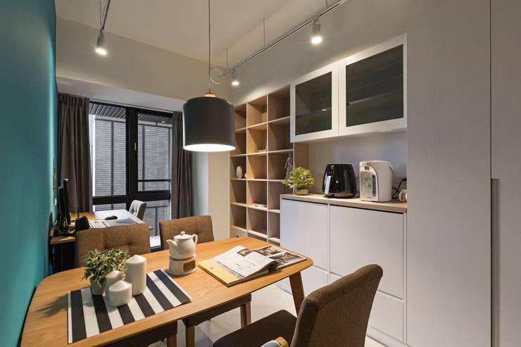Dining room by 築川設計