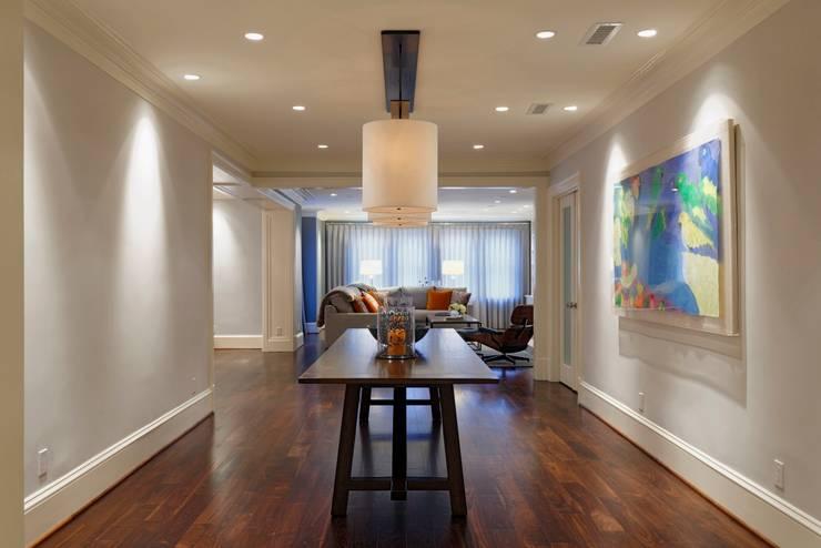 Luxury Kalorama Condo Renovation in Washington DC:  Corridor & hallway by BOWA - Design Build Experts