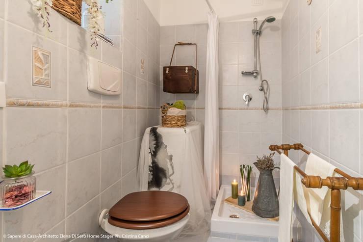 Bathroom by Sapere di Casa - Architetto Elena Di Sero Home Stager