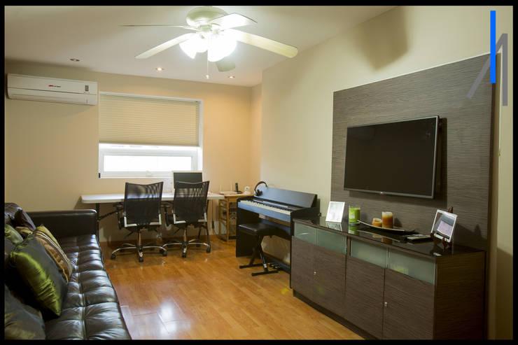 Oficinas de estilo  por SEZIONE