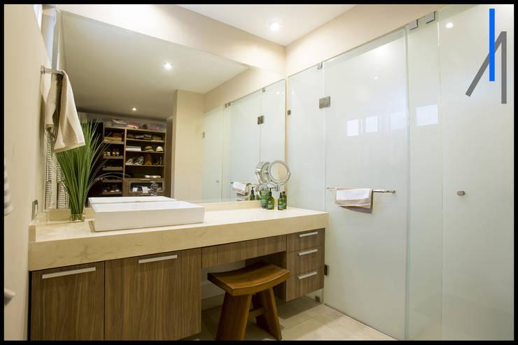 Baños de estilo  por SEZIONE