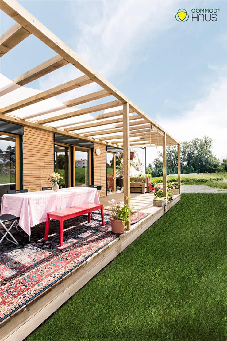 Casas de madera de estilo  por COMMOD-Haus GmbH , Moderno
