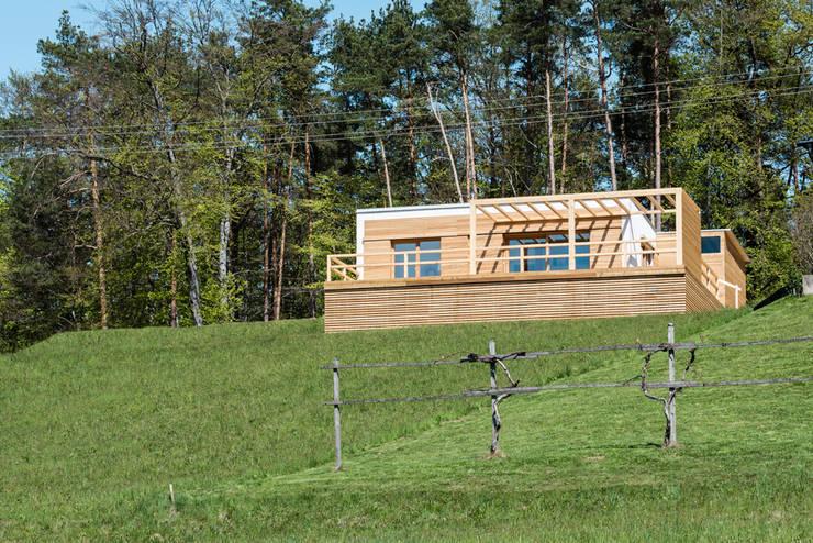 Casas de campo de estilo  por COMMOD-Haus GmbH , Rural