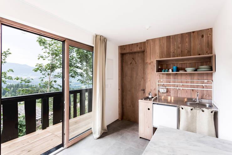 ห้องครัว by COMMOD-Haus GmbH
