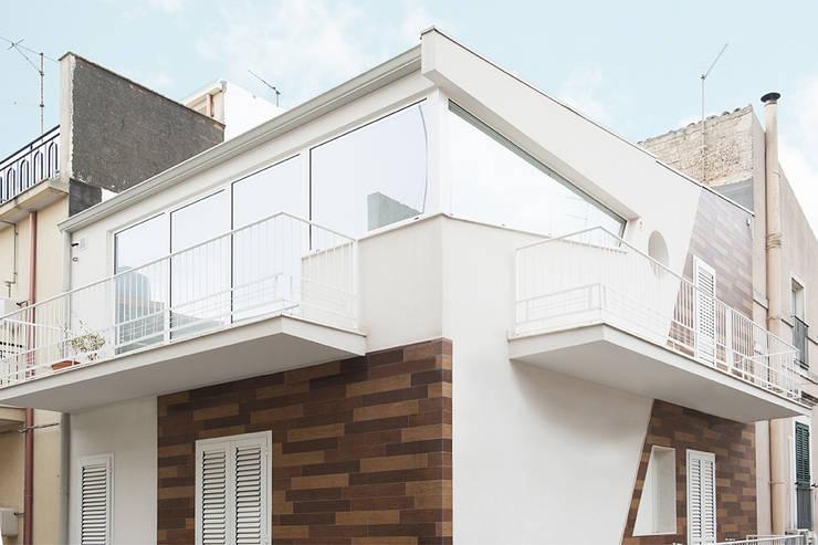Nhà by Laboratorio di Progettazione Claudio Criscione Design