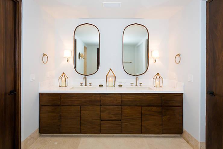 Bathroom by MAR STUDIO