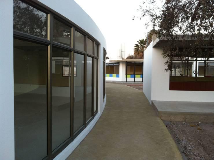 COLEGIO VALLEY AZAPA: Estudios y biblioteca de estilo  por AOG SPA