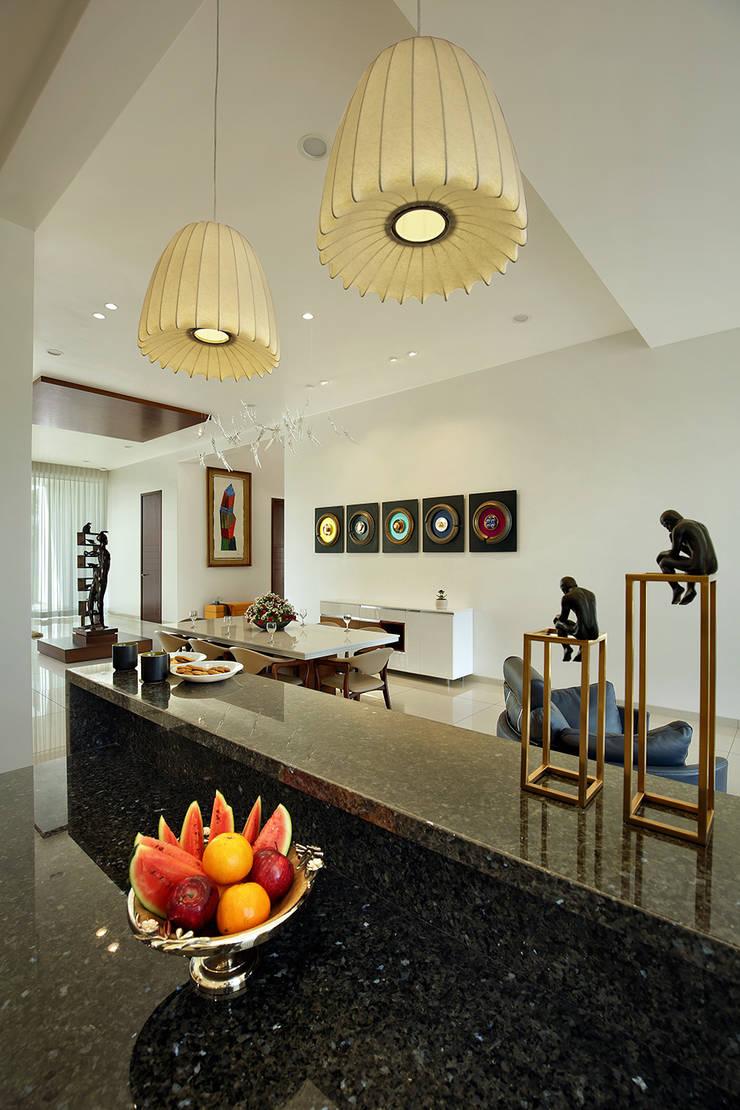 akshay shah (samruddhi bungalow):  Bedroom by USINE STUDIO