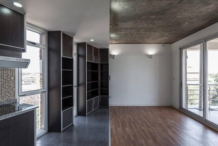 Einbauküche von Ciudad y Arquitectura, Modern