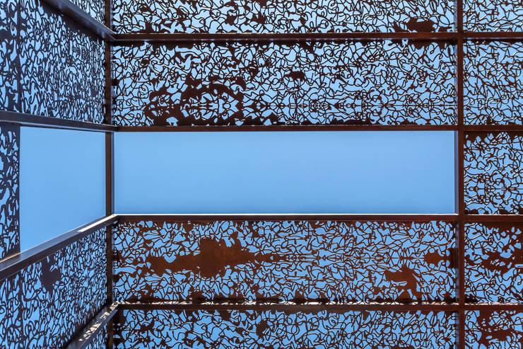 Atap datar oleh Ciudad y Arquitectura, Modern