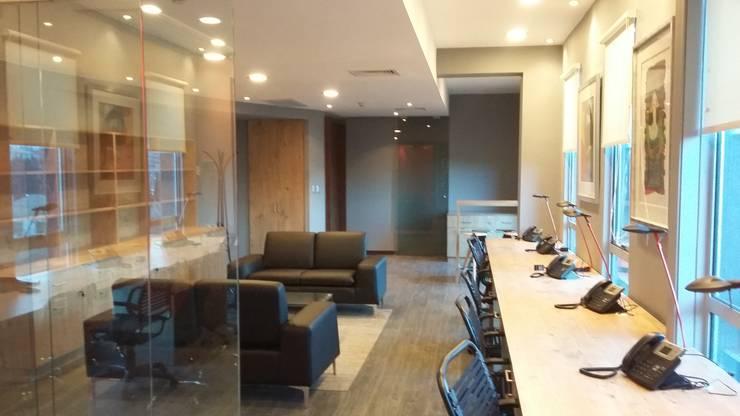 OFICINAS ABOGADO EDN: Oficinas y tiendas de estilo  por AOG SPA