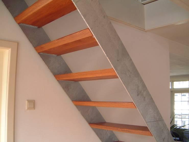 trap: industriële Gang, hal & trappenhuis door Studio Kuin BNI