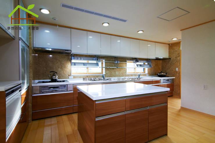 Kitchen units by 詮鴻國際住宅股份有限公司, Asian