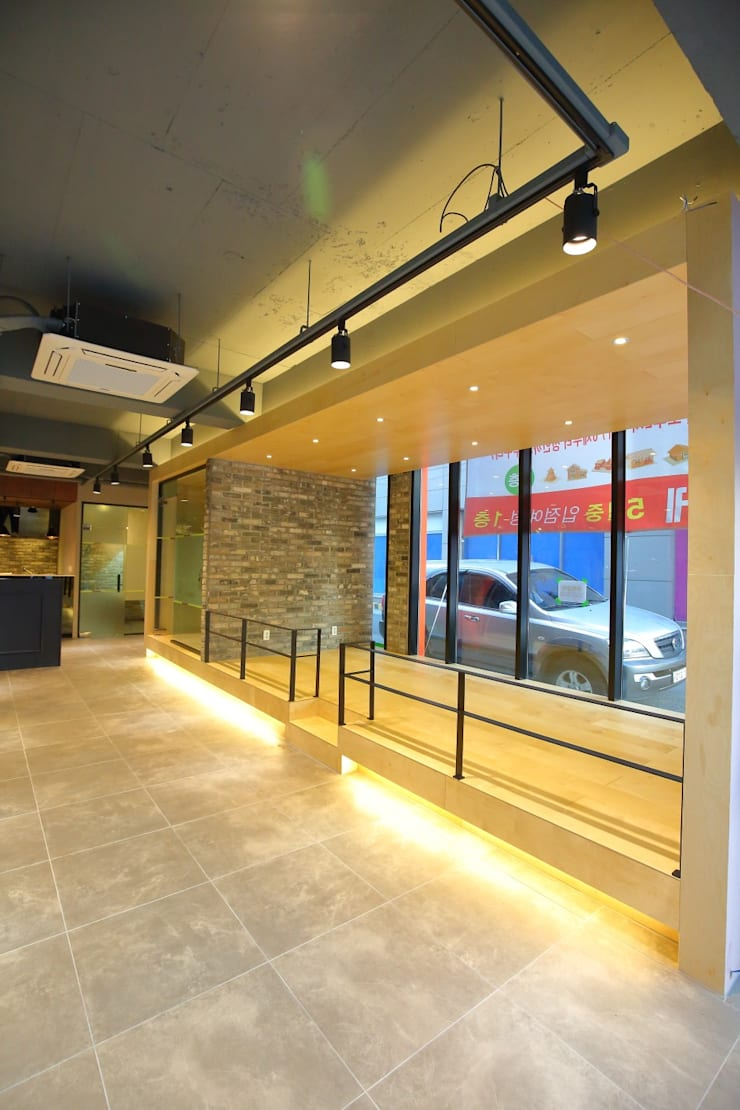 대구 남구 대명동 예쁜 카페 커피숍 인테리어 리모델링: inark [인아크 건축 설계 디자인]의  다이닝 룸,