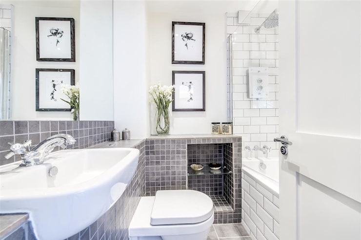 Bristol House:  Bathroom by Maxmar Construction LTD