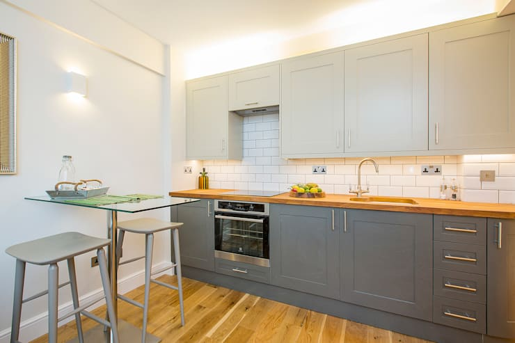 Flat refurbishment and new kitchen:  Kitchen units by Maxmar Construction LTD