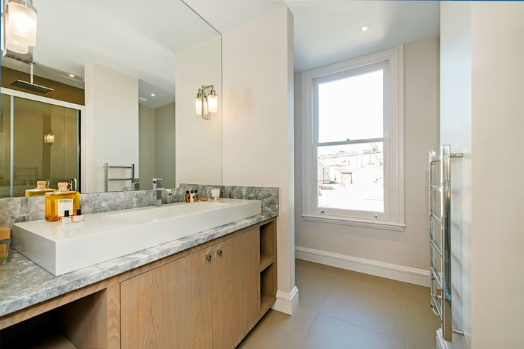 Hannell Road:  Bathroom by Maxmar Construction LTD