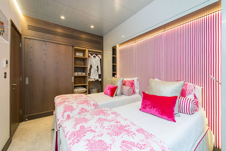 Lennox Gardens: modern Bedroom by Maxmar Construction LTD