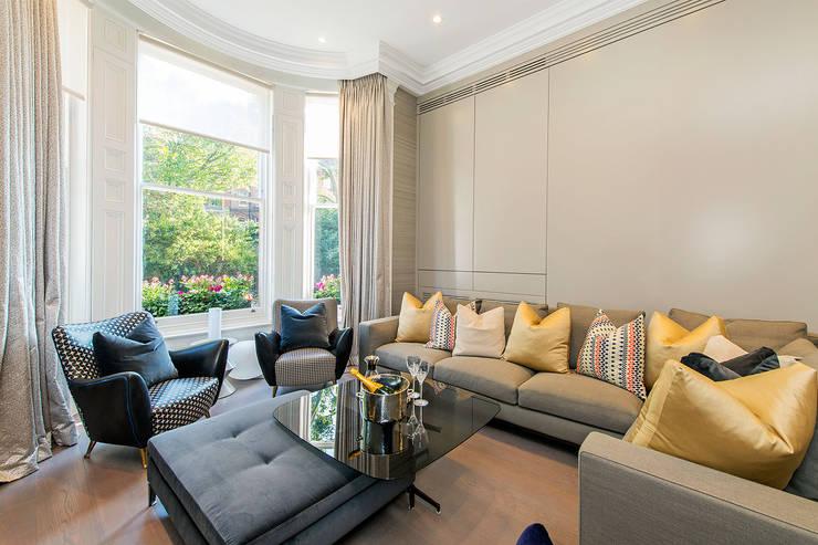 Lennox Gardens: modern Living room by Maxmar Construction LTD