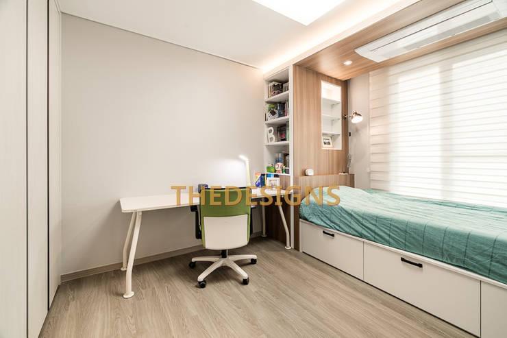광교 이편한세상 테라스하우스: thedesigns의  침실