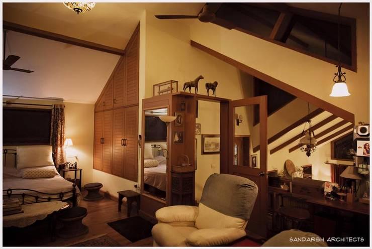 Saravan - The Singh's residence: eclectic Bedroom by Sandarbh Design Studio
