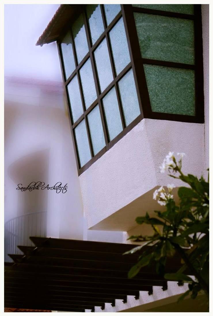 Kannan—Sonali and Gaurav's residence:  Windows by Sandarbh Design Studio,Eclectic