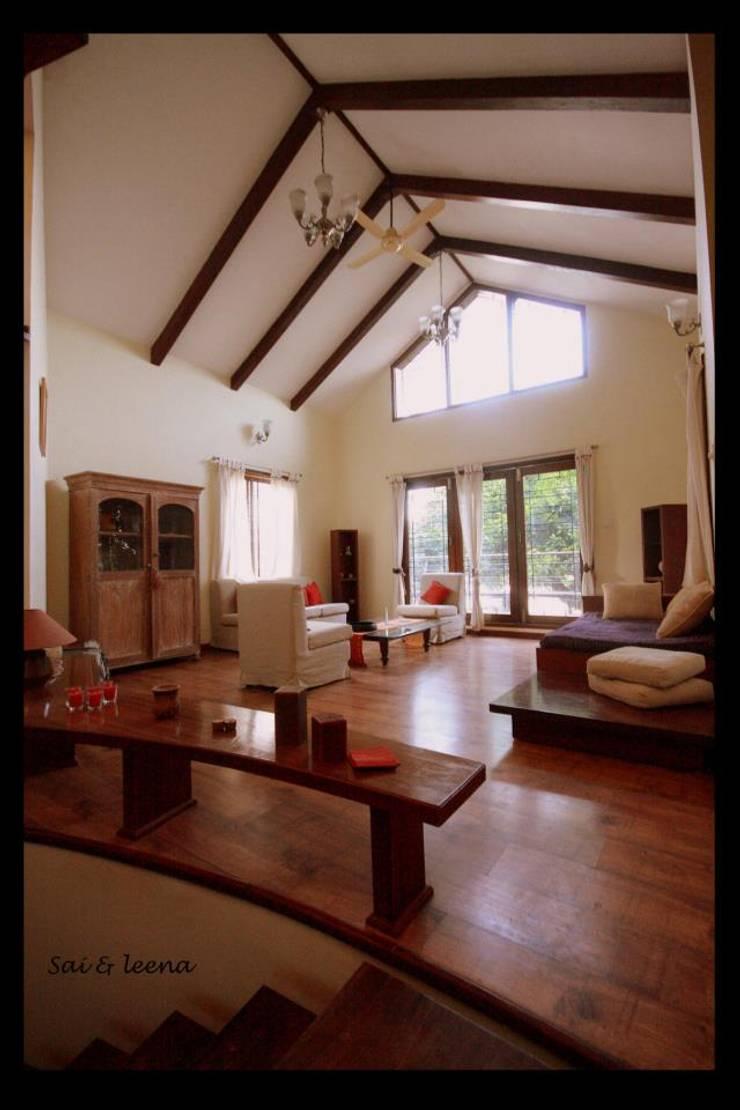 Sharada:  Living room by Sandarbh Design Studio,Eclectic