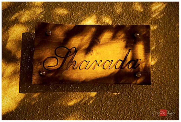 Sharada:  Houses by Sandarbh Design Studio,Eclectic