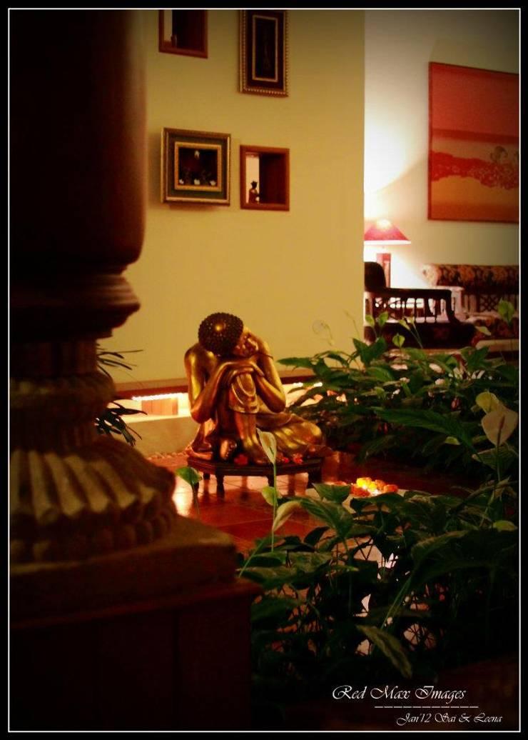 Temple Bells—Arati and Sundaresh's Residence: eclectic  by Sandarbh Design Studio,Eclectic