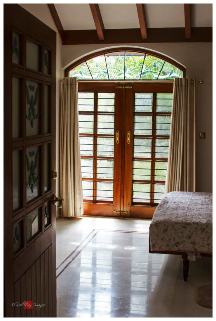 Reddy's residence:  Windows & doors  by Sandarbh Design Studio