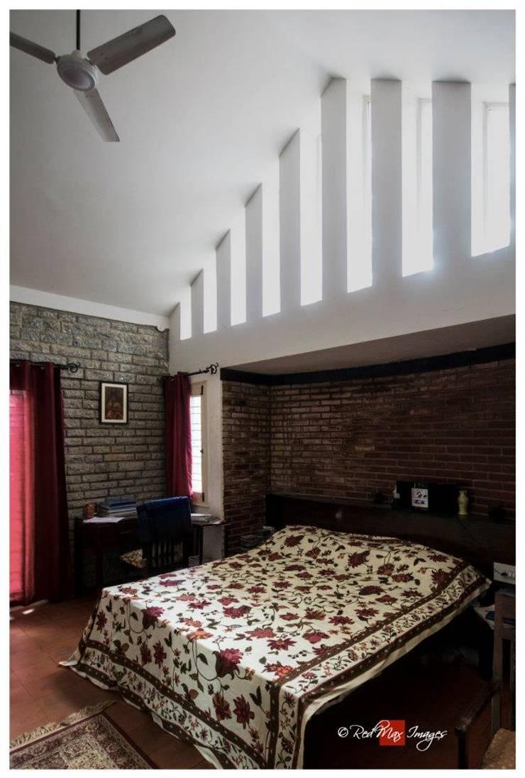 Kaivalya—Bhaskar's residence: eclectic Bedroom by Sandarbh Design Studio
