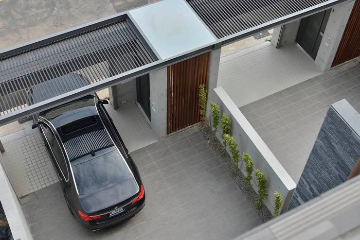 Garajes de estilo moderno por EO design studio