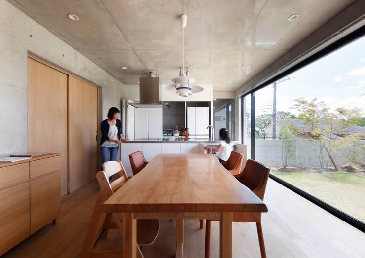 Ruang Makan oleh atelier m
